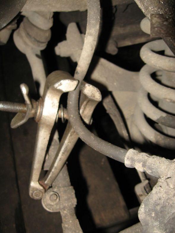 Замена переднего тормозного шланга на автомобилях ВАЗ-2107
